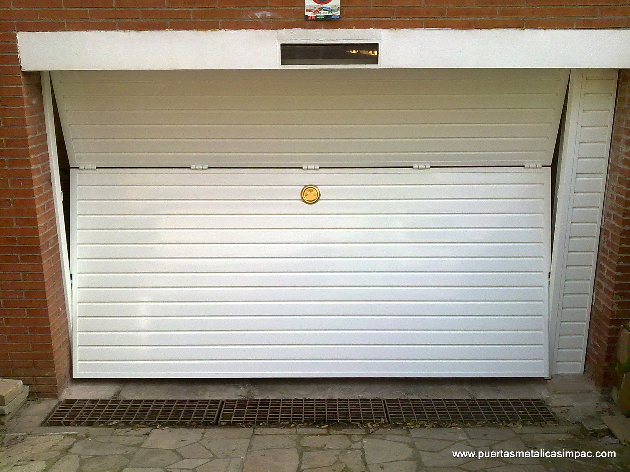 Precio puertas de garaje great aluventana carpintera de for Puerta garaje basculante precio