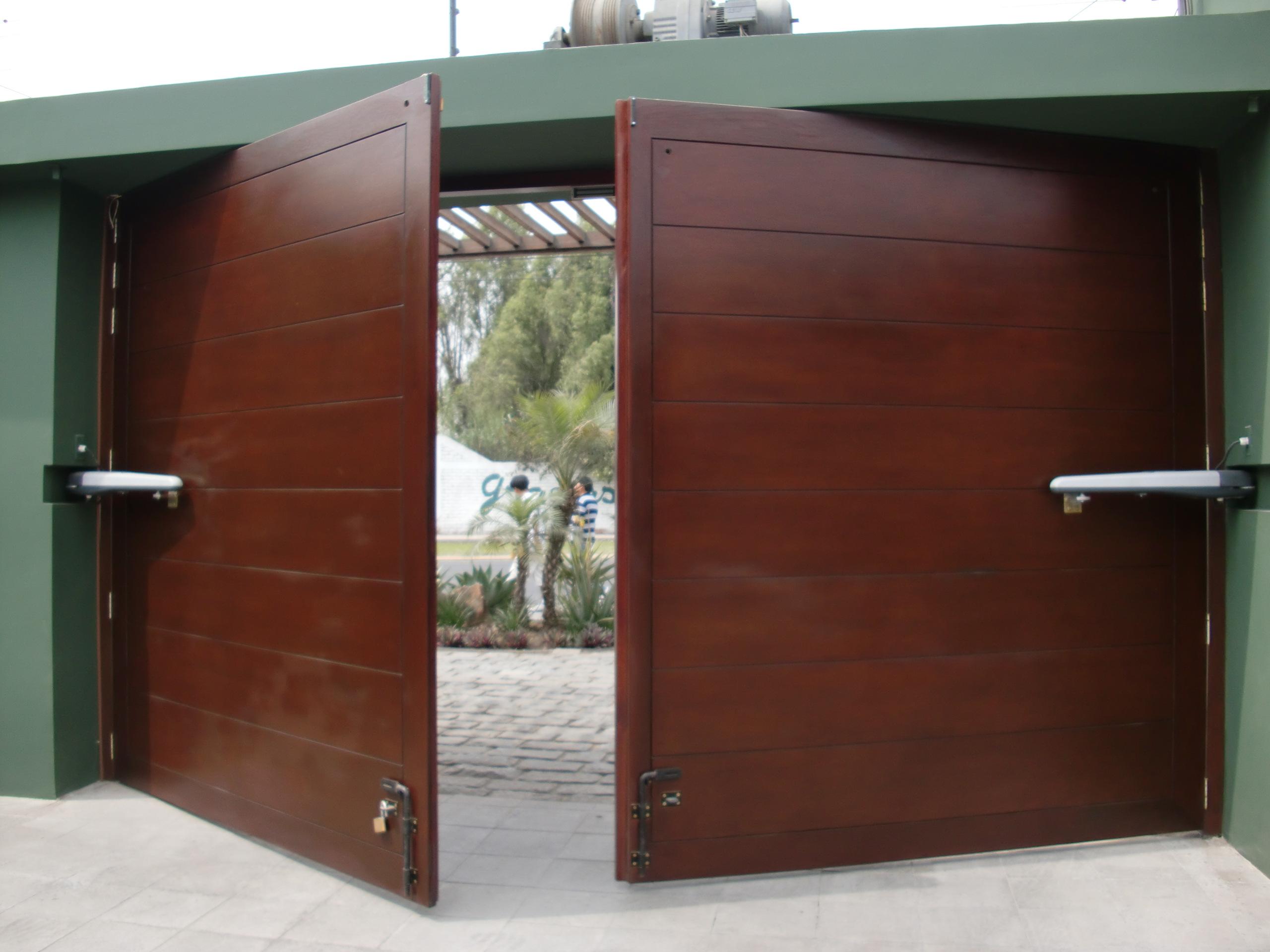 Puertas abatibles puertas de garaje en murcia frampe - Puertas correderas o abatibles ...