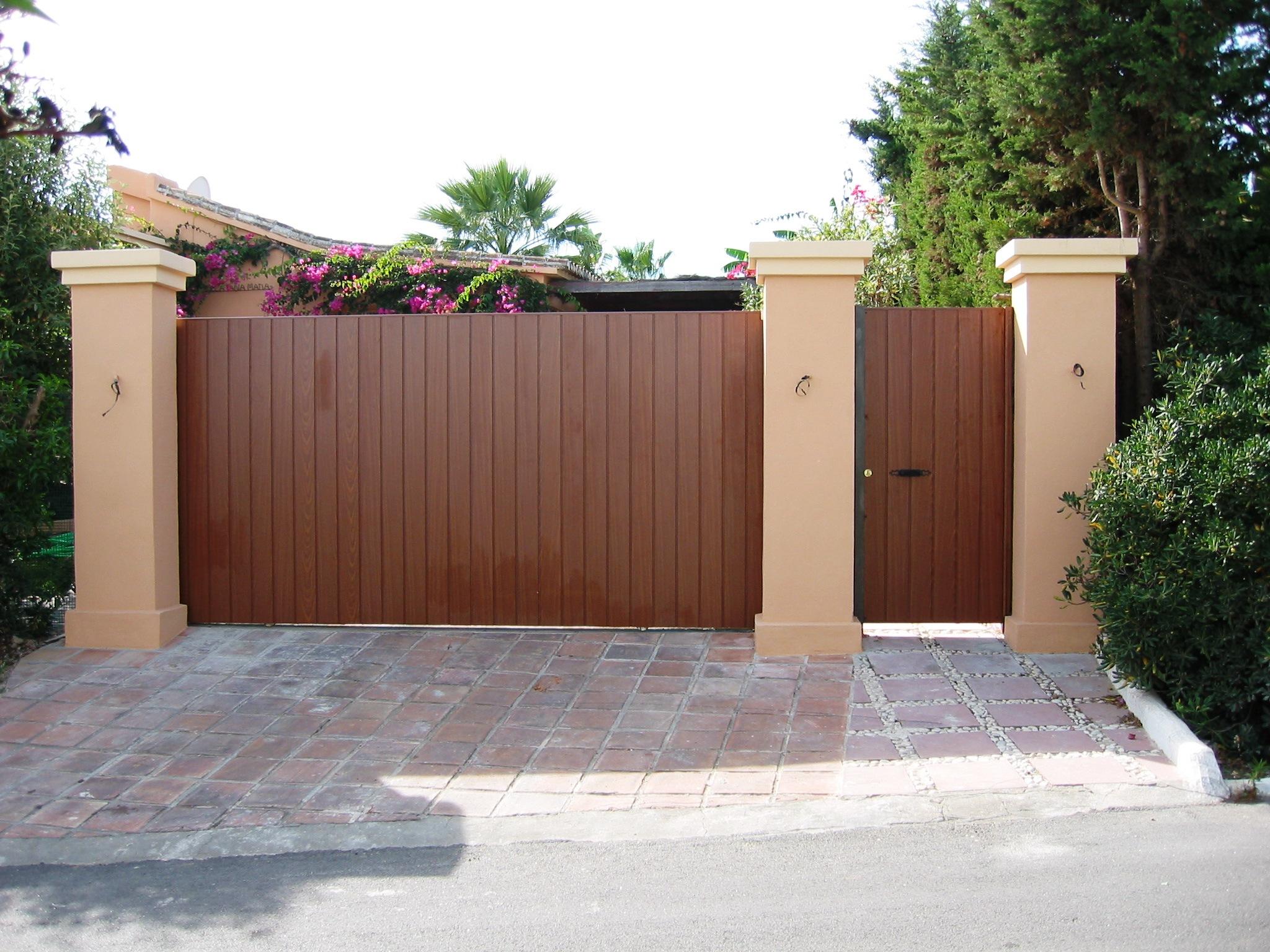 Puertas correderas puertas de garaje en murcia frampe - Puertas de garaje de madera ...